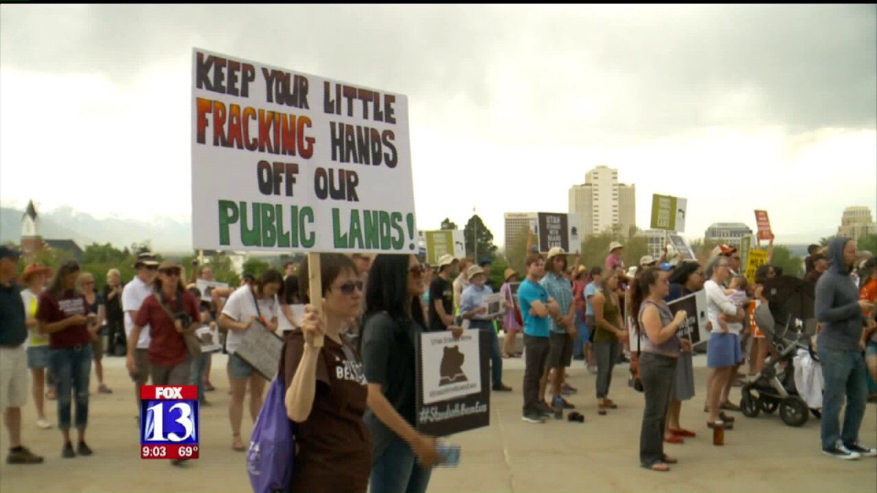 Thousands rally in support of national monuments ahead of Interior Secretary's visit toUtah