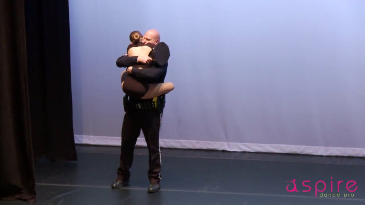 Teen's touching dance tribute to police gains onlineattention