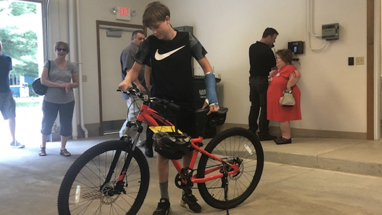 Reminderville PD gives teen new bike