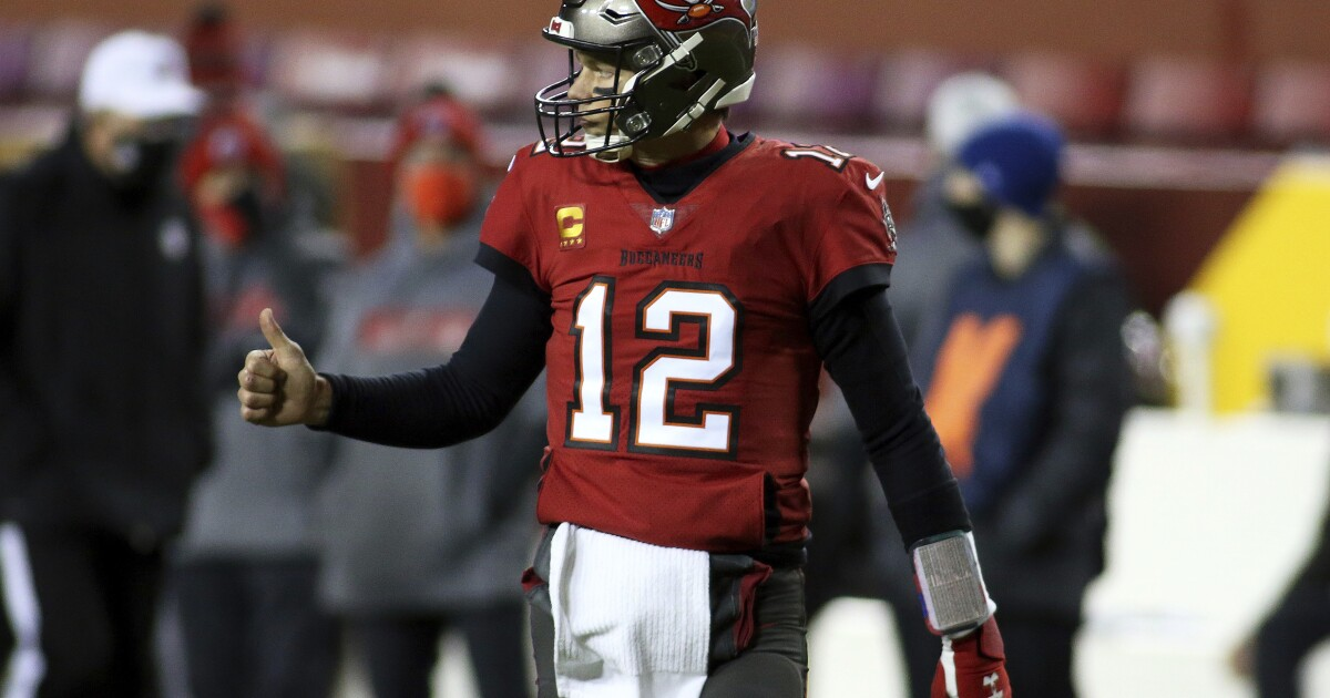 Tom Brady prepares for fellow veteran Drew Brees