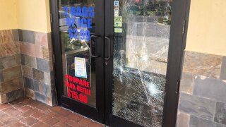 Boynton-Grocer,-smashed-door-11-10-20.jpg