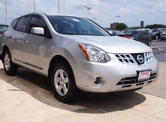 Renea is believed to be in a Silver 2013 Nissan Rogue.