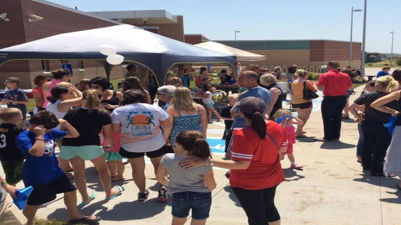 Community holds fundraiser for Graves family