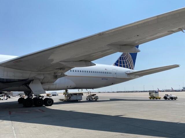 United Boeing 777 exterior