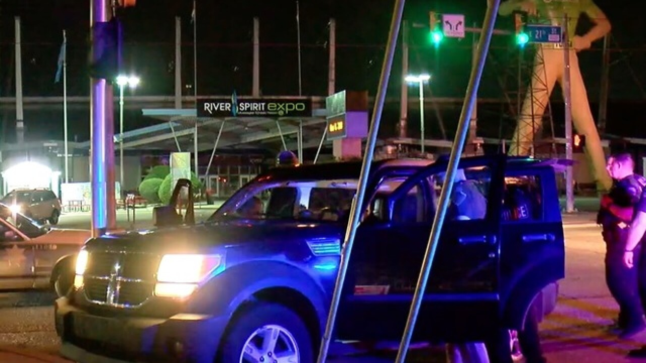 Tulsa car chase ends at Golden Driller statue