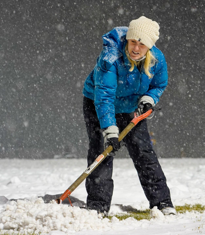 Snow shoveling-2.jpg