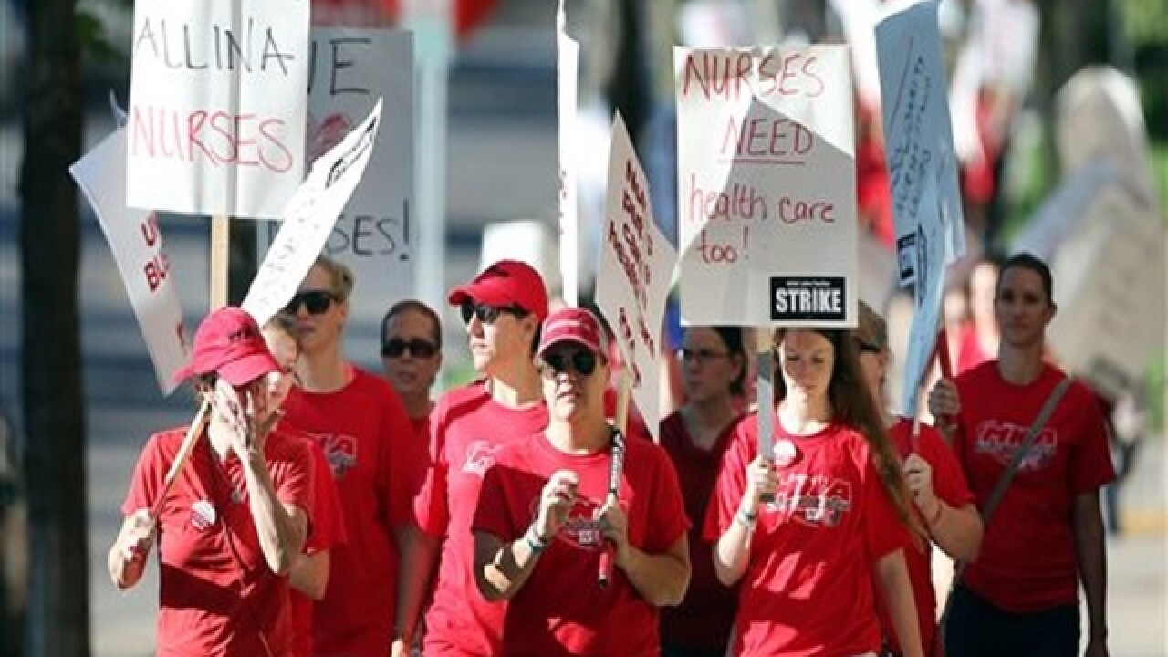 Nurses at 5 Minneapolis-area hospitals begin weeklong strike