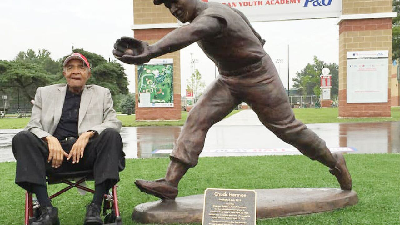 Chuck_Harmon_statue_Reds_Youth_Academy.jpg