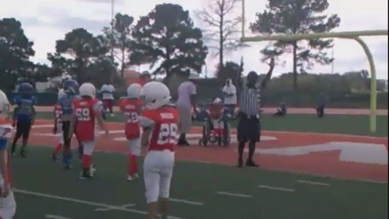 Youth football teams help 9-year-old boy in wheelchair score touchdown
