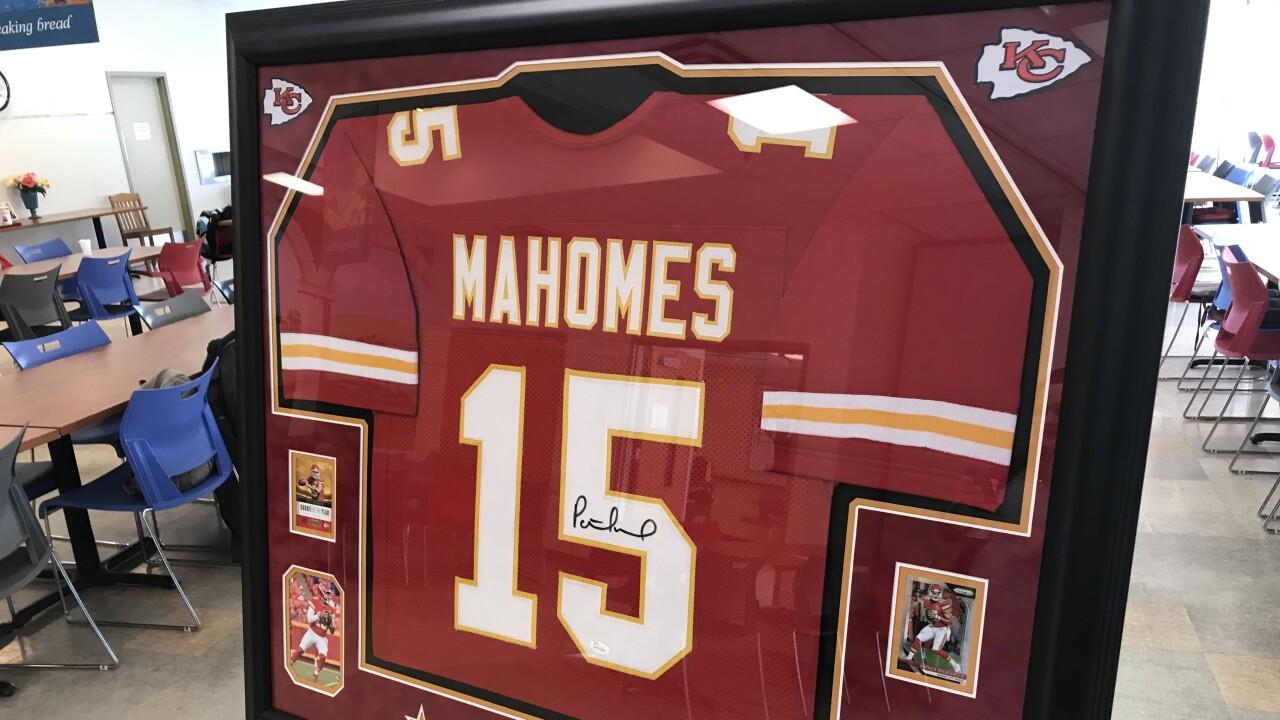mahomes jersey.jpg