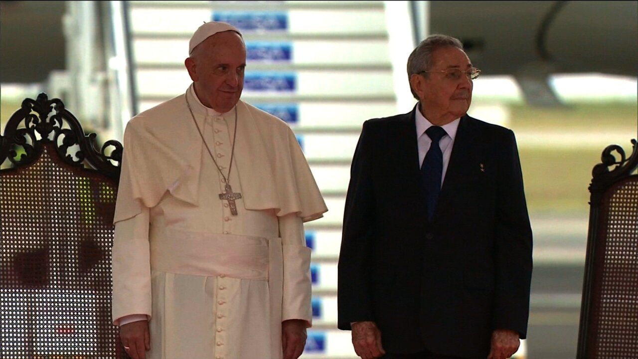 Visiting Pope calls on Cuba to 'open itself to the world'