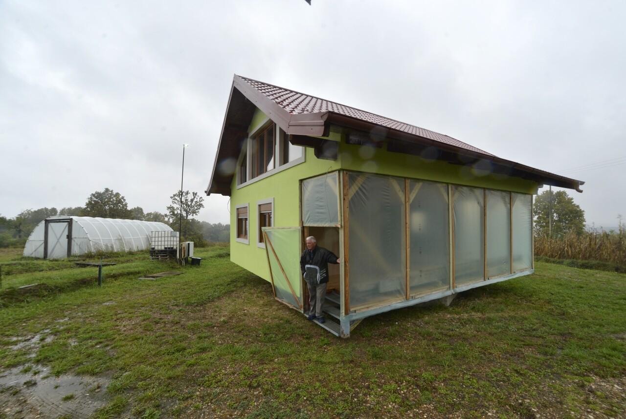 Bosnia Rotating House