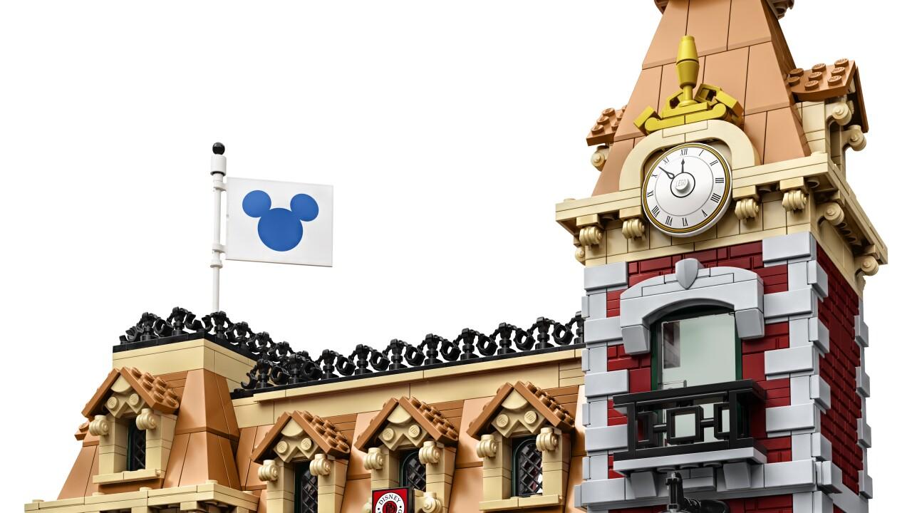 disneyland lego train set_02.jpg