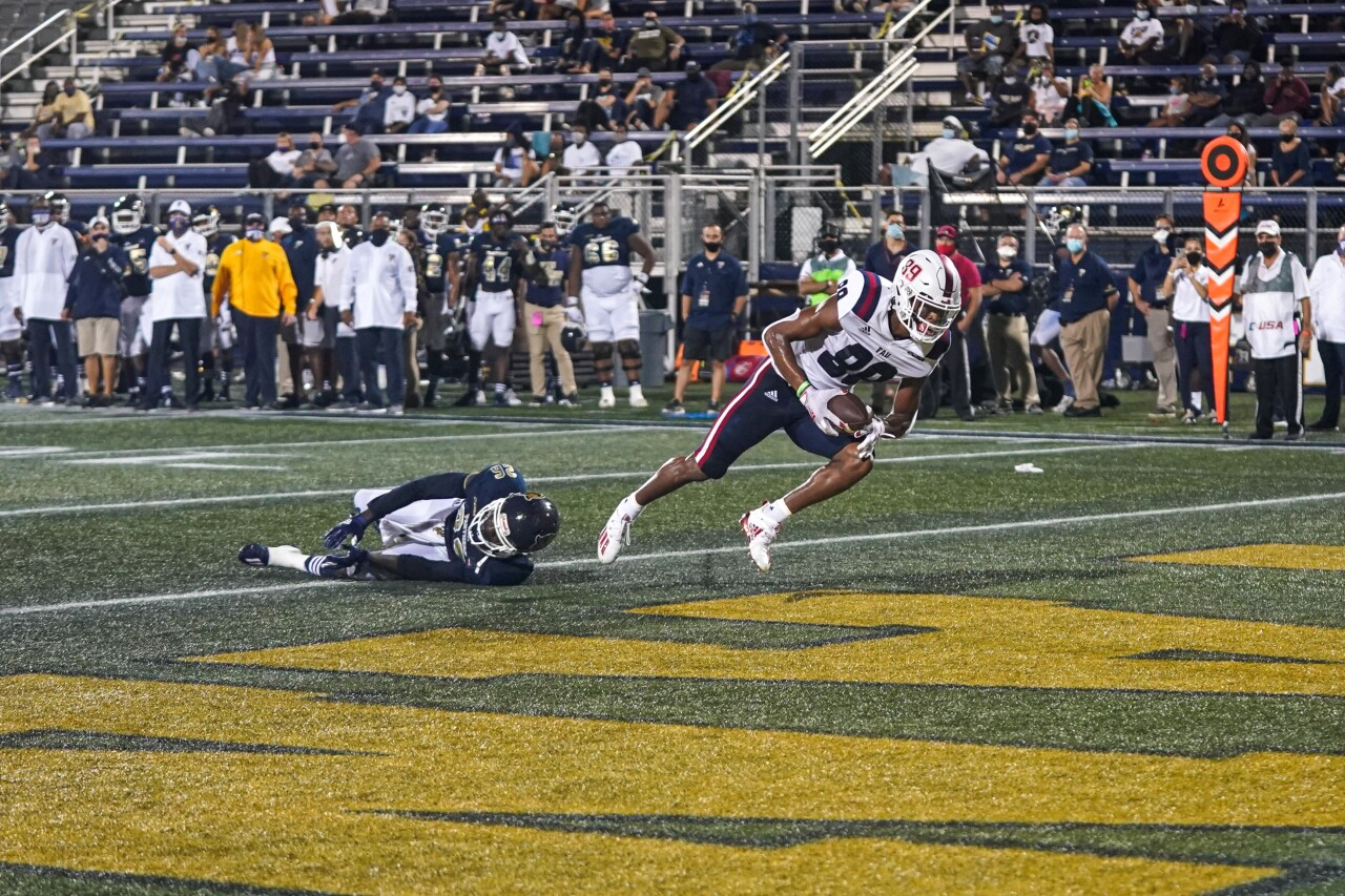 FAU Owls wide receiver Brandon Robinson scores TD vs. FIU Panthers in 2020