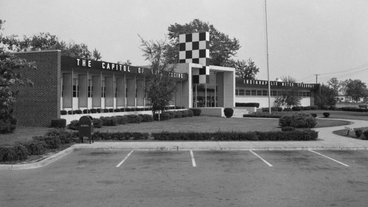 1956 Indy 500: Milk tradition re-emerges