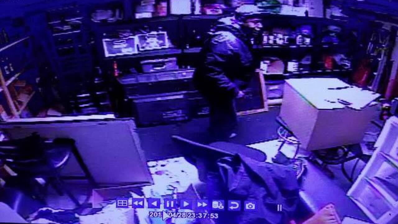 Thief makes off with safe from downtown MKE bar