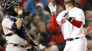 J.D. Martinez declines to opt out of contract, stays with Red Sox