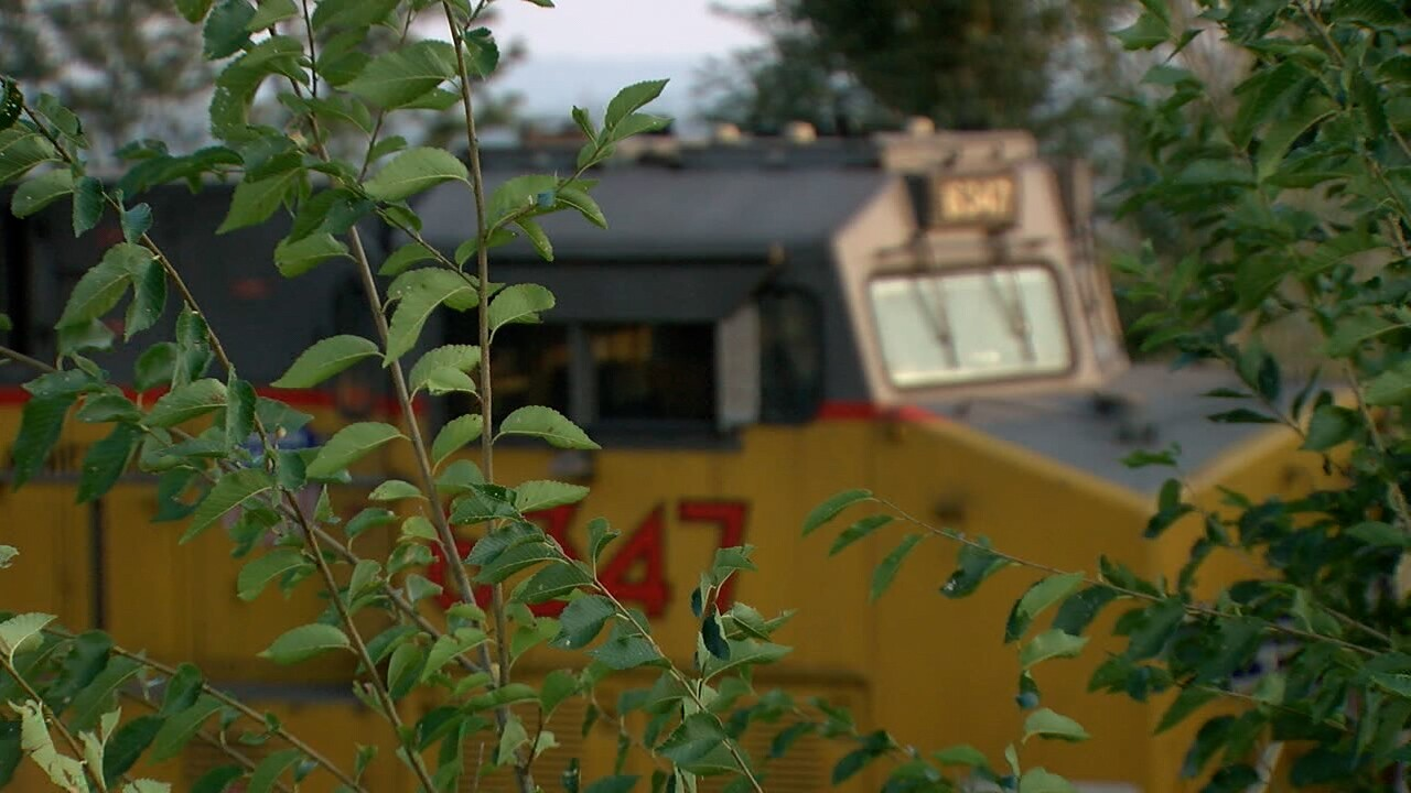 Arvada residents frustrated over Union Pacific train left idling