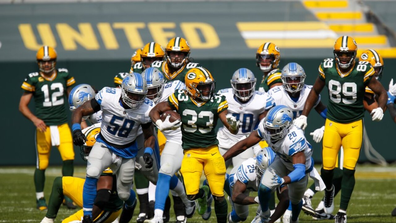 Aaron Jones runs touchdown Packers vs Lions.jpeg