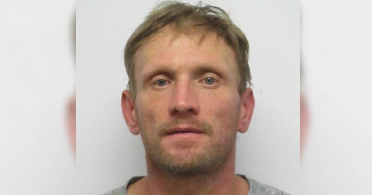 Cheatham County escaped inmate surrenders to police