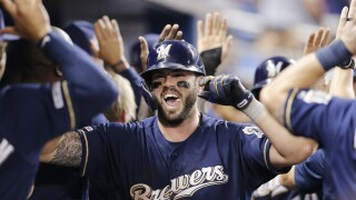 Former Brewers third baseman Mike Moustakas signs deal with Cincinnati Reds, reports say