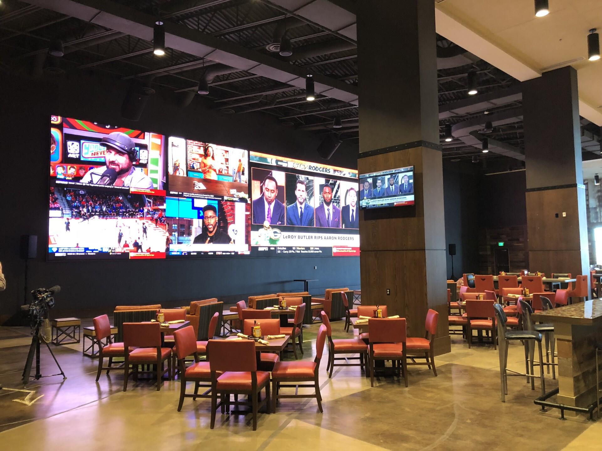 Gaylord Hotel_sports bar.jpg