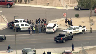 KNXV Apache Junction High School on lockdown 4