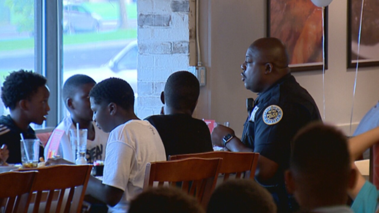 Police Share Dinner With Metro Youth