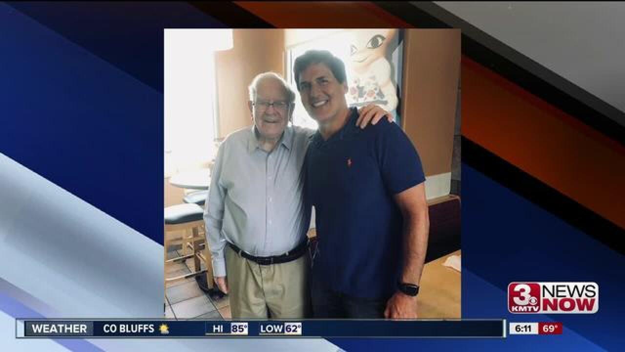 Mark Cuban, Warren Buffett eat lunch at Omaha DQ