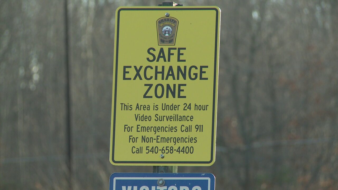 Some police stations add Safe Exchange Zones for Craigslist sales