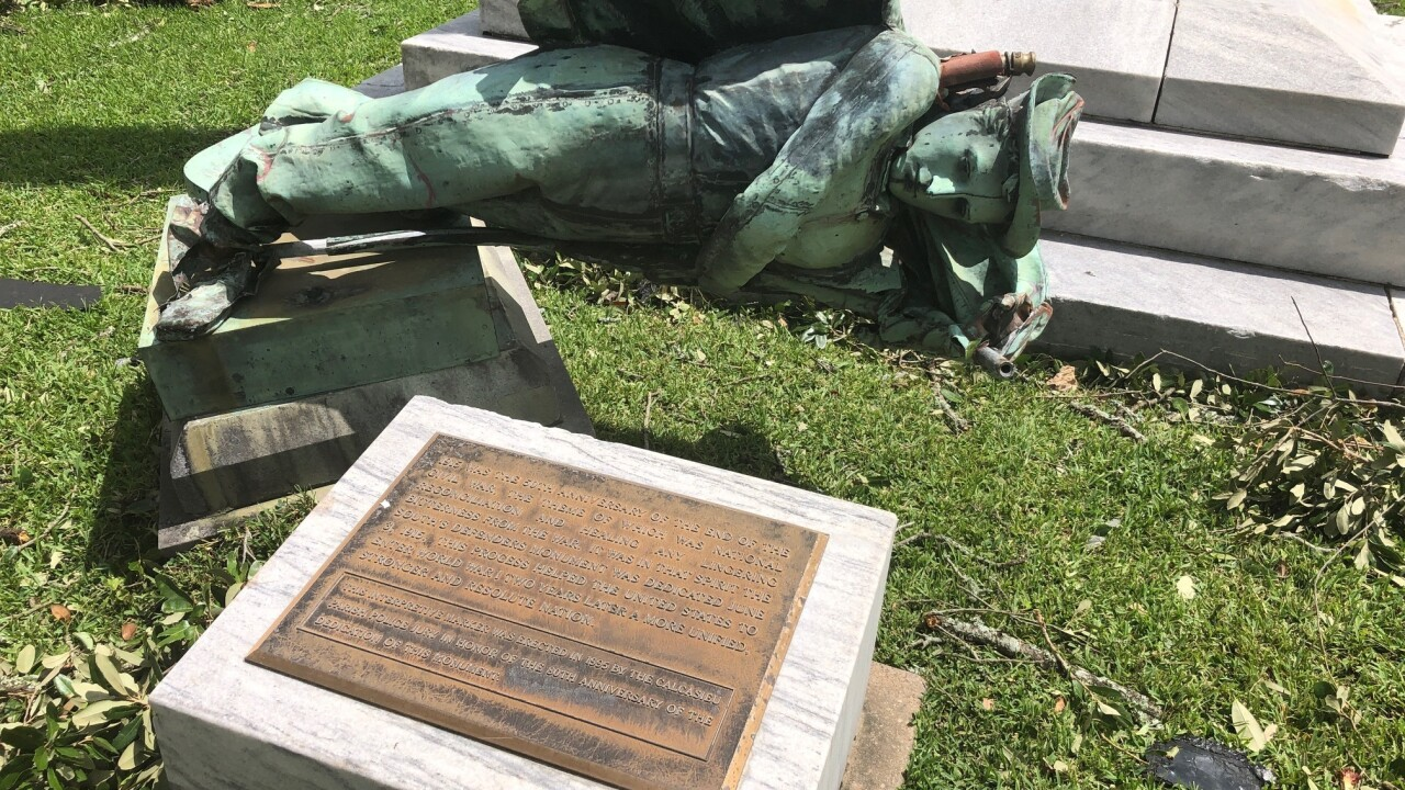 Hurricane Laura takes down Confederate statue in Lake Charles, Louisiana