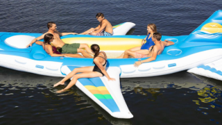 18-foot Airplane-shaped Float Fits 6 People And Has 2 Built-in Coolers