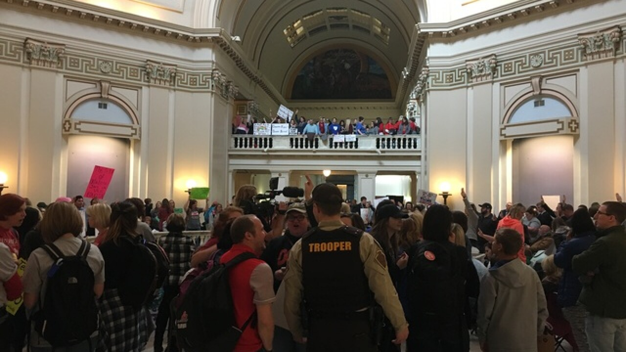 Oklahoma students rally to support teachers