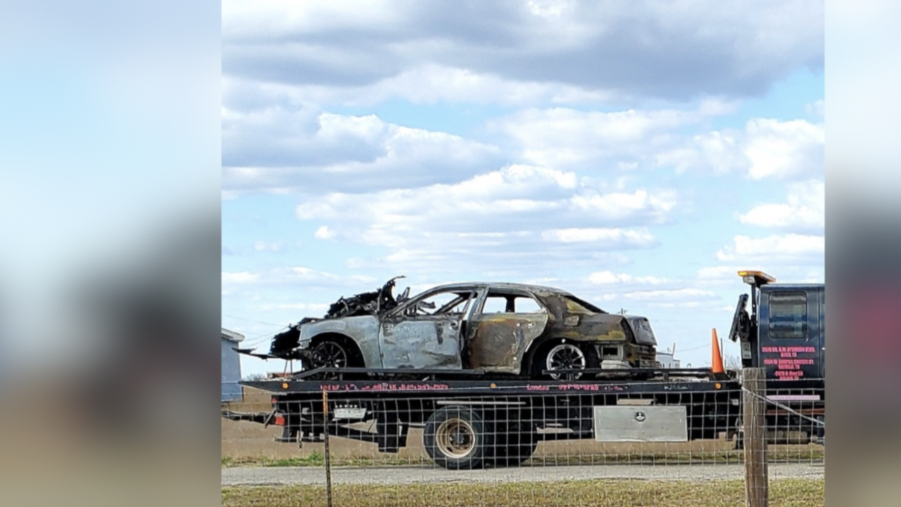 Neighbor sprang into action to help mother and children in a burning vehicle