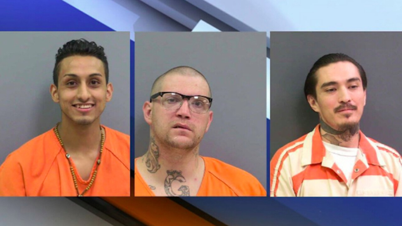 3 inmates escaped from jail in their boxers, and New Mexico authorities say a guard helped them