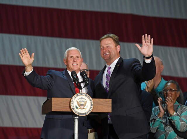 PHOTOS: Presidents, Politicians and Celebrities Campaign for Nevada Candidates