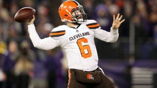 baker-mayfield-throwing