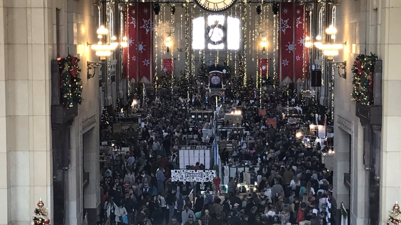 Thousands fill Union Station for Small Business Saturday