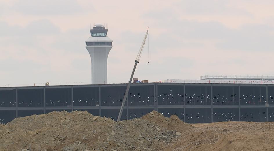 Amazon air hub constructionpng