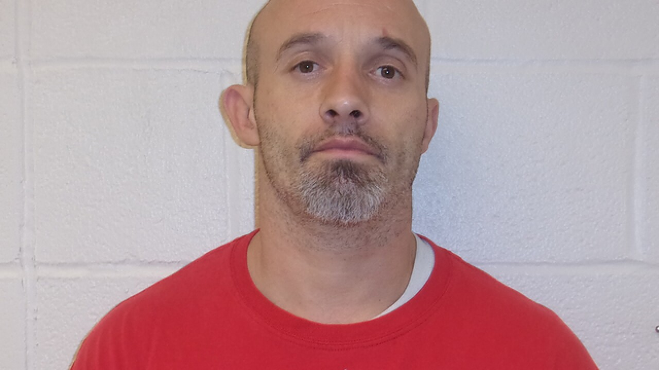 Inmate escapes police custody in Elyria
