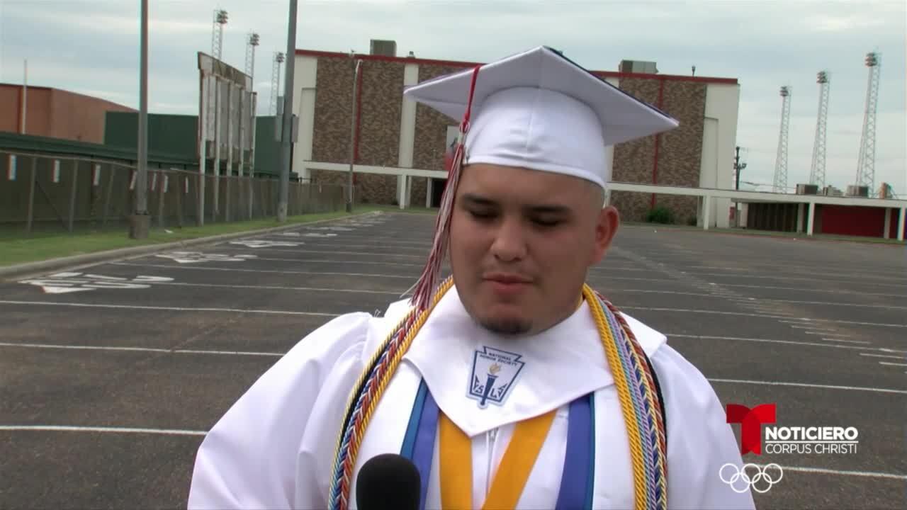 Robstown valedictorian.jpg