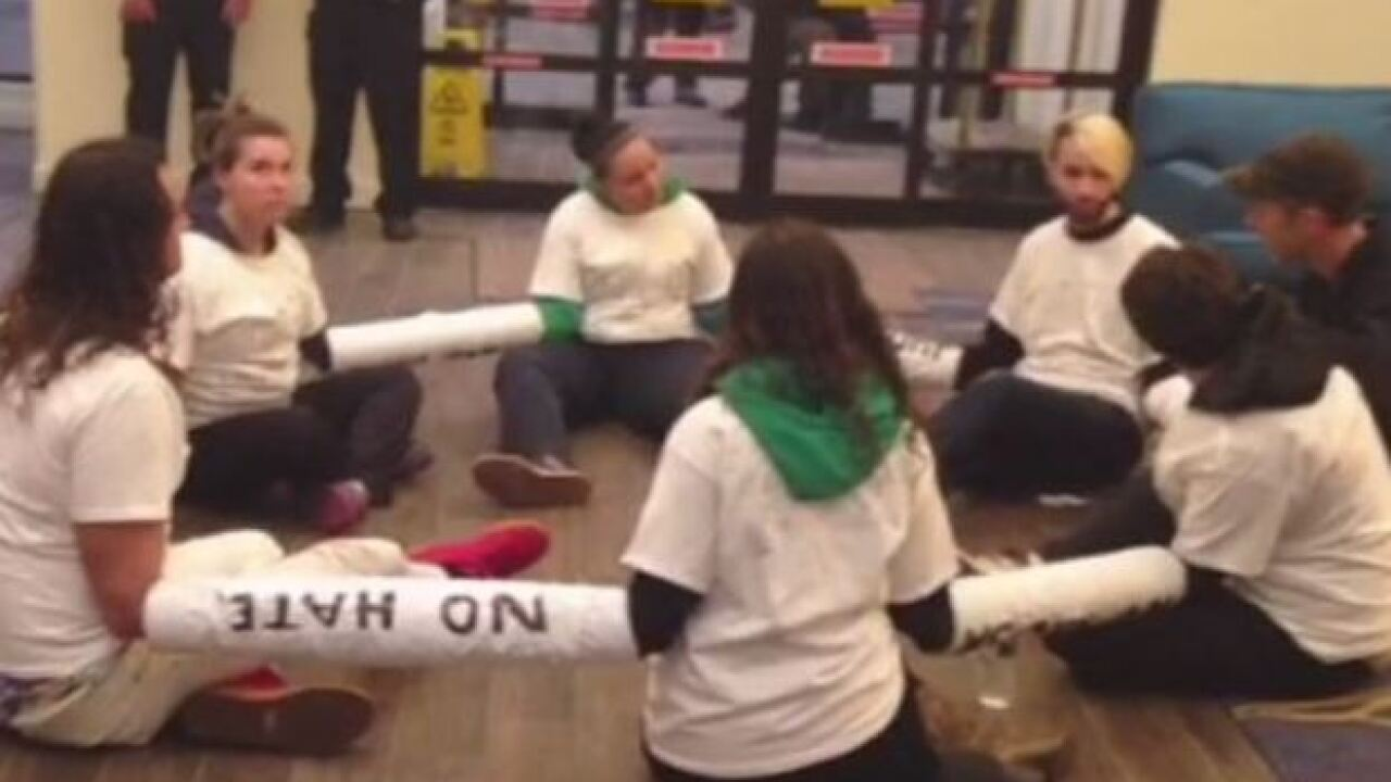Protesters stage sit-in at Trump's Wis. hotel