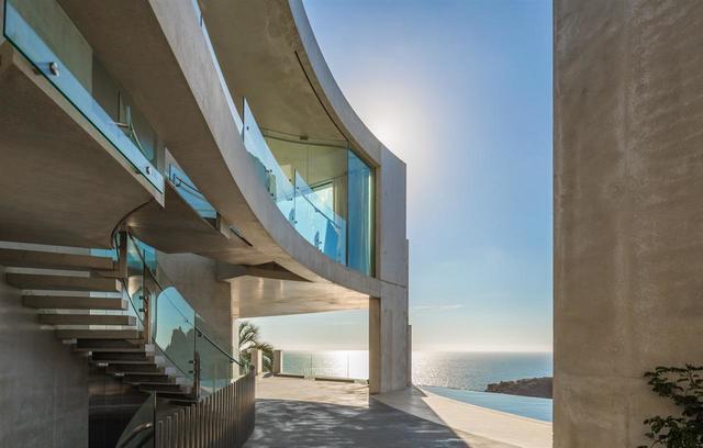 $30 million 'Razor House' for sale in La Jolla
