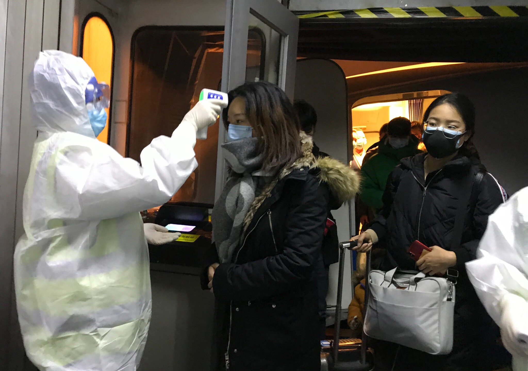 Photos: Chinese city stops outbound flights, trains to fight virus