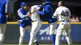 Mariners slip past Tigers in 10 innings for series sweep