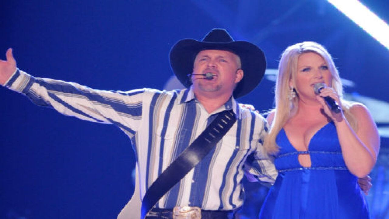 Garth Brooks And Trisha Yearwood Are Putting On A Live Concert From Their Home Studio