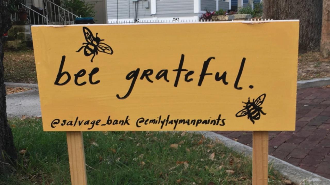 bee grateful sign in Tarpon Springs