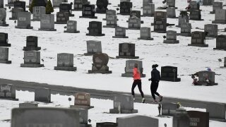 For 1st time in 4 years, US life expectancy rises — a little