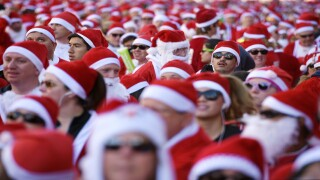 Thousands gather for the Great Santa Run