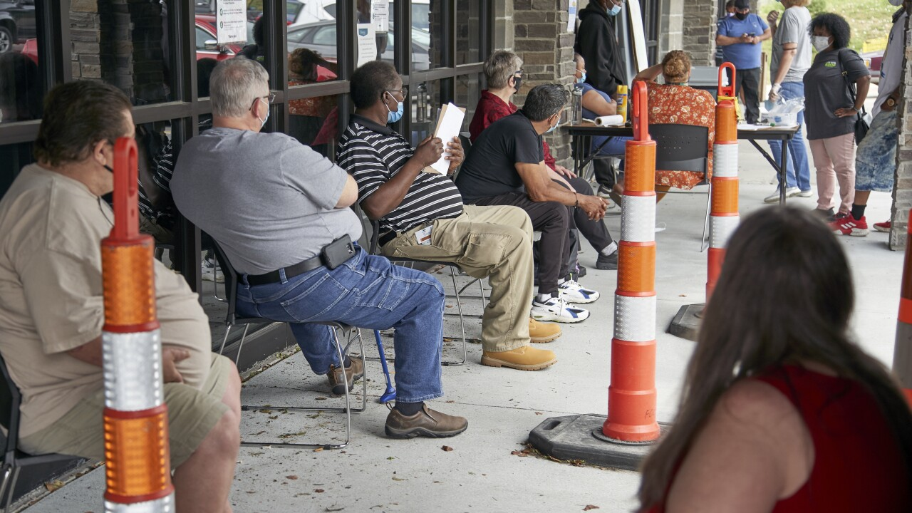 New unemployment claims fall below 1 million for first time in 5 months